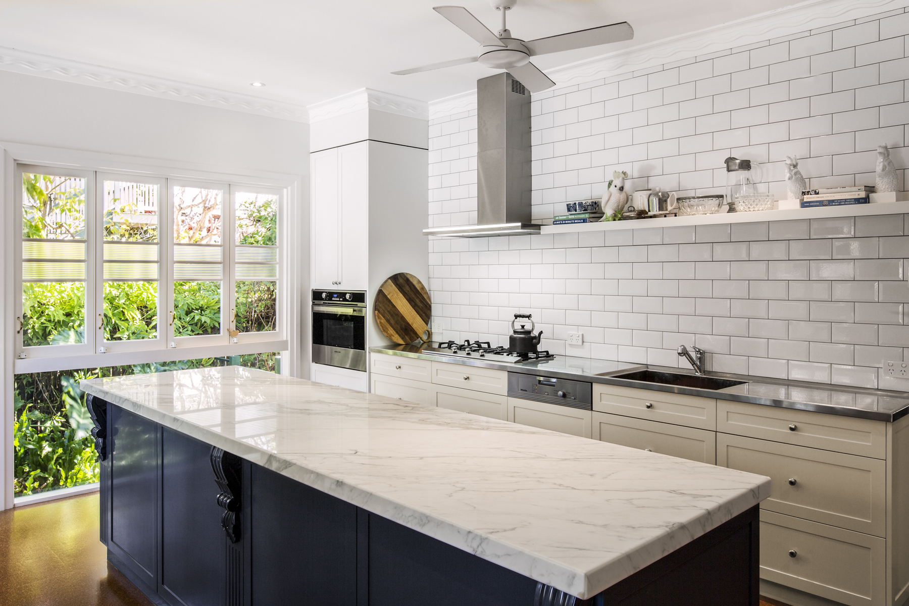 traditional-Country-kitchen-design-Brisbane-with-natural-marble-stainless-steel-bench-top